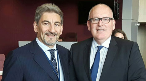 """Brussels: CALRE President Raffaele Cattaneo meets the Vice President of the European Commission Frans Timmermans. """"Without the involvement of Regions and Territories there is no future for Europe"""""""